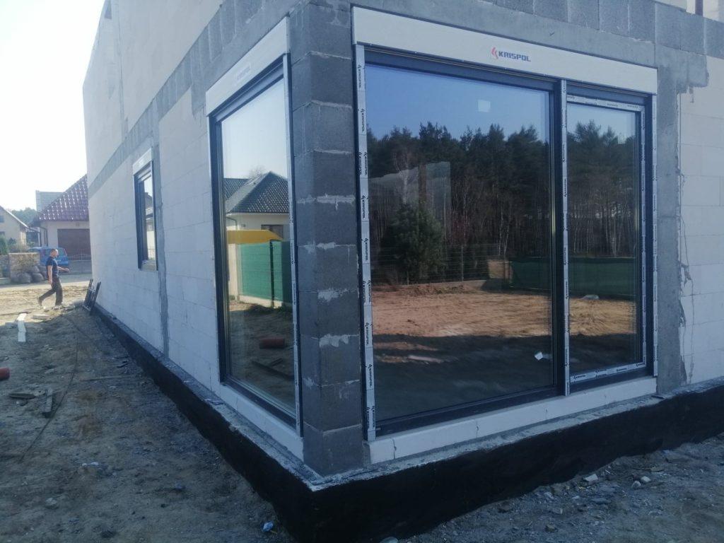 Okna tarasowe z roletami zewnętrznymi